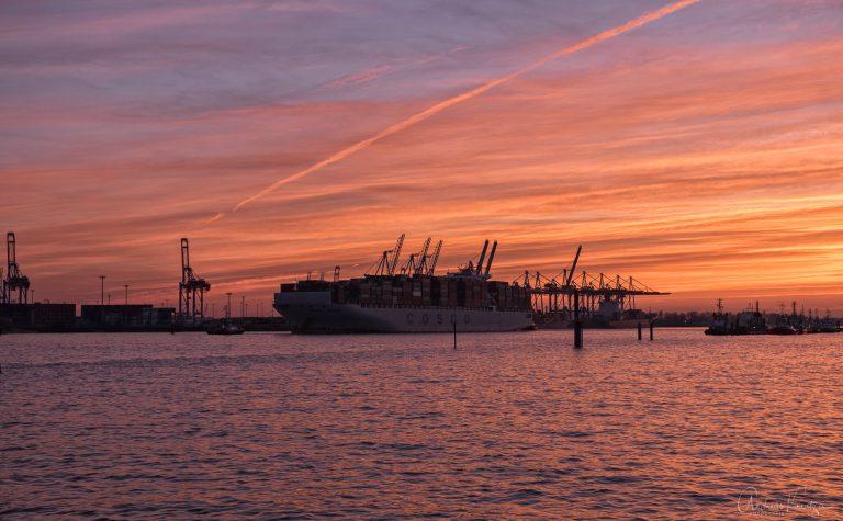 Abends am Hamburger Hafen 080315