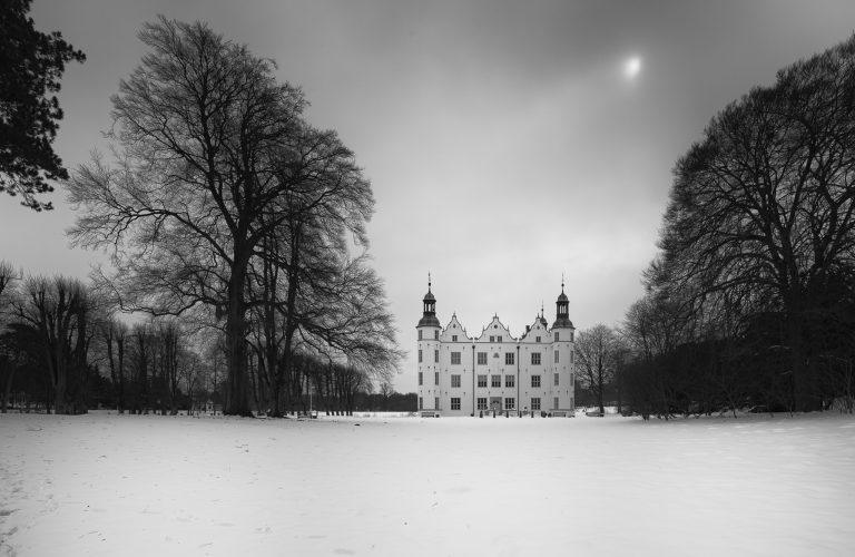 Ahrensburger Schloss s/w II