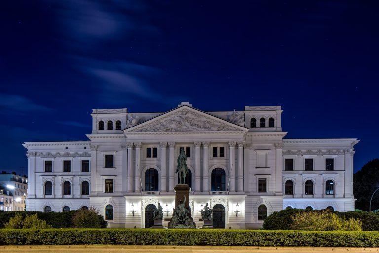 Altonaer Rathaus zur blauen Stunde