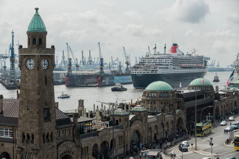 Ausdocken der Queen Mary 2 VI