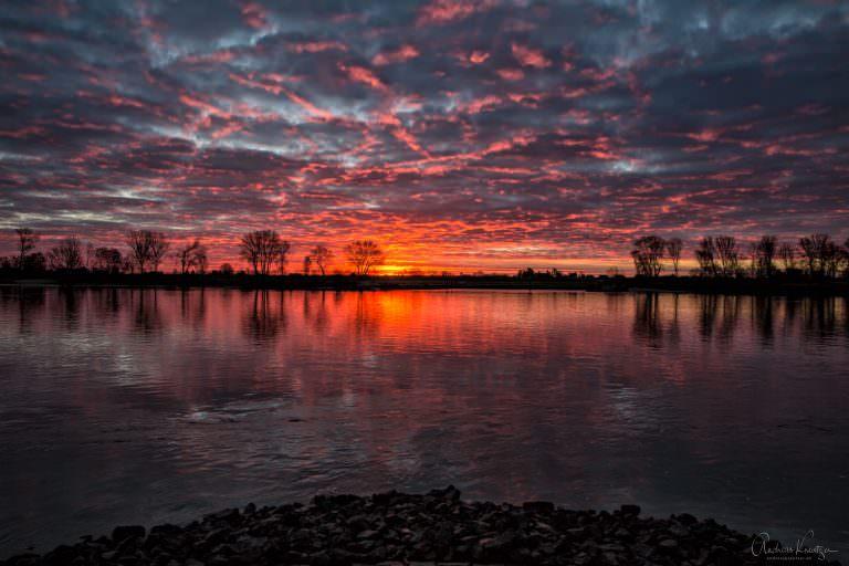 Beginn eines Sonnenaufgangs