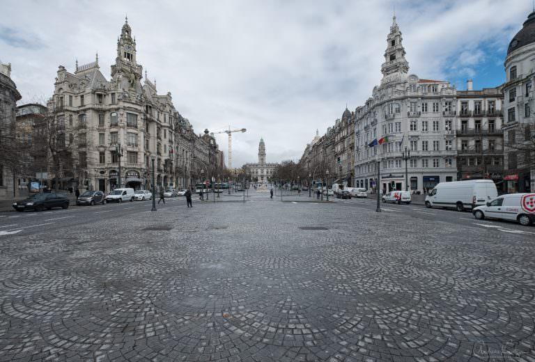 Blick auf das Rathaus von Porto