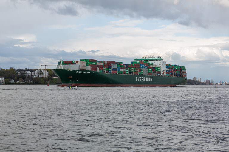 Containerschiff Evergreen