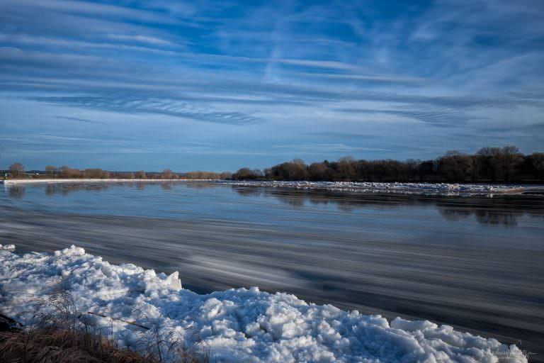 Eis auf der Elbe II