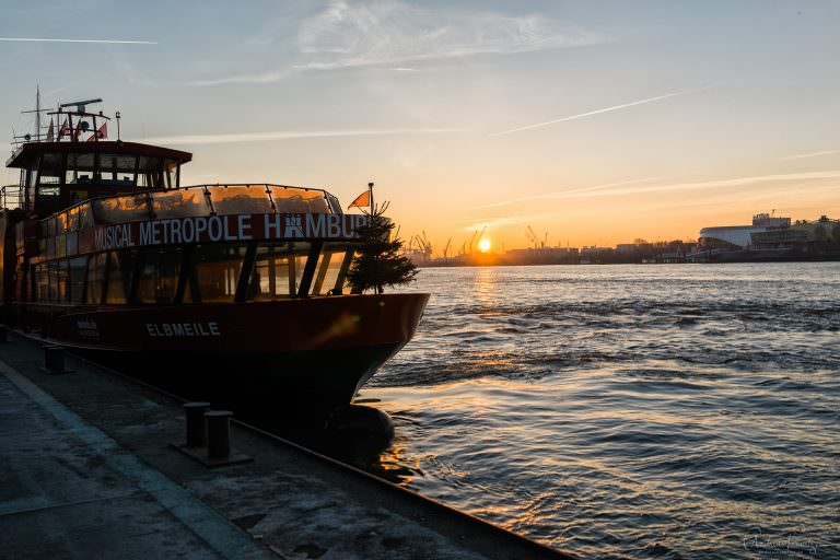 Hafenfähre am Morgen