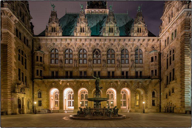 Hamburger Rathaus Innenhof
