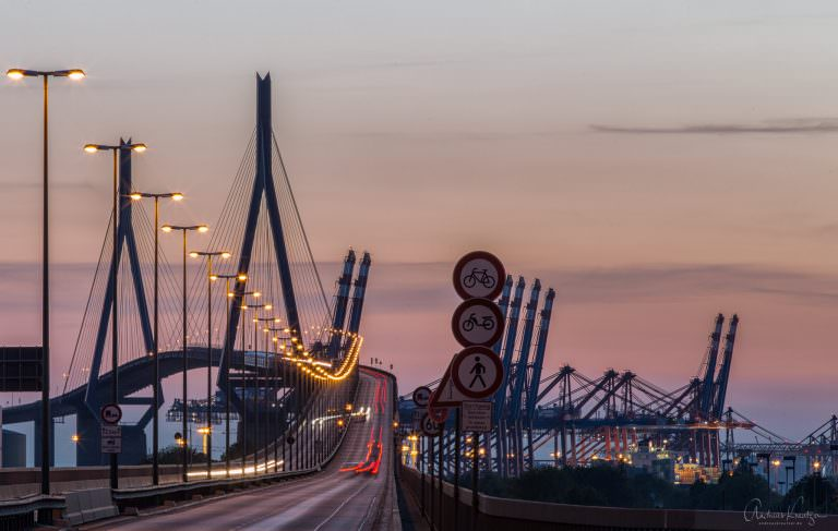 Köhlbrandbrücke im Abendlicht