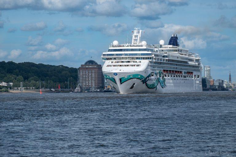 Kreuzfahrtschiff Norwegian Jade in Hamburg