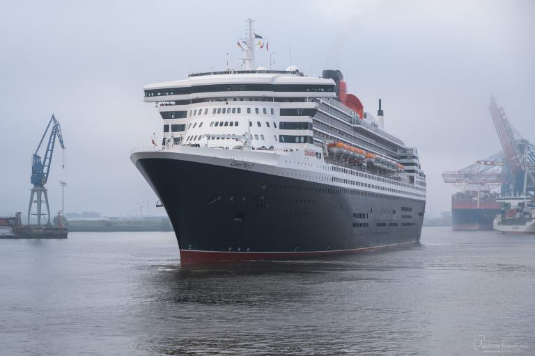 Queen Mary 2 am 27.5.18 in Hamburg