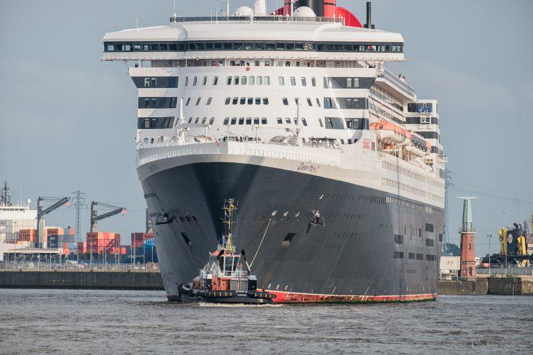 Queen Mary 2 auf dem Weg zum Eindocken II