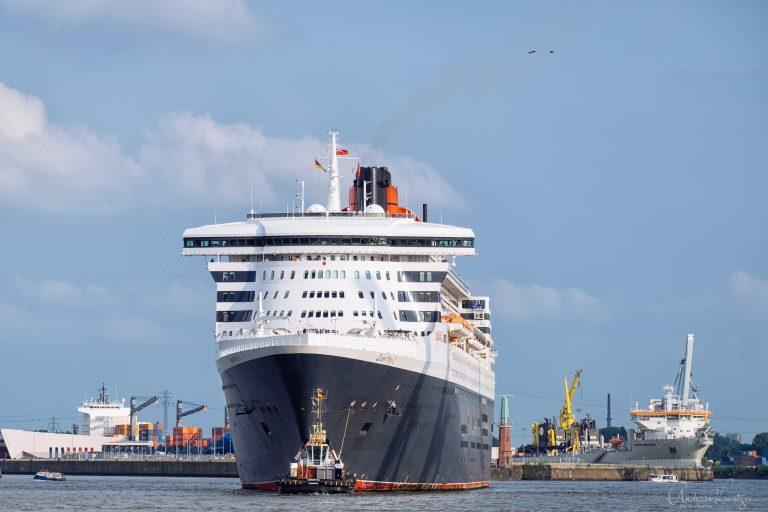 Queen Mary 2 auf dem Weg zum Eindocken III