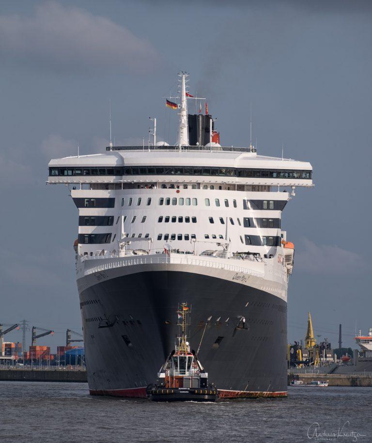 Queen Mary 2 auf dem Weg zum Eindocken IV