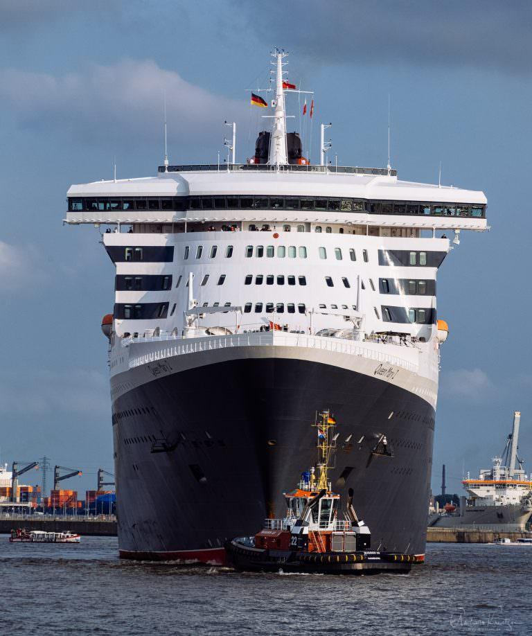 Queen Mary 2 auf dem Weg zum Eindocken V