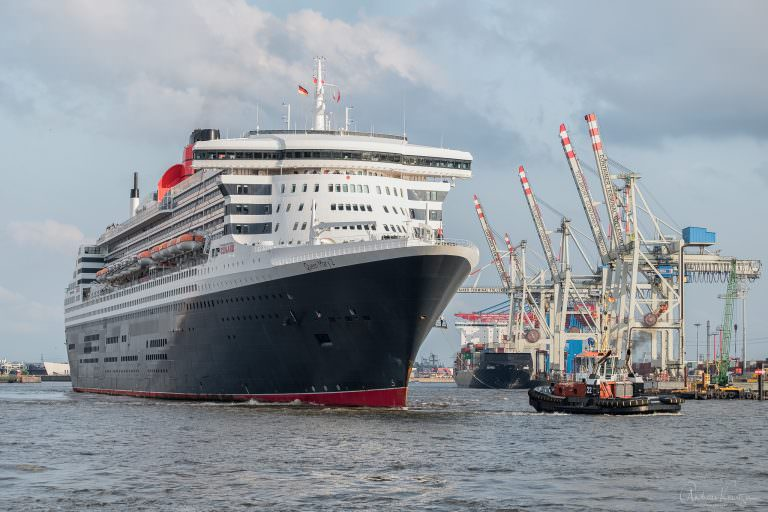 Queen Mary 2 auf dem Weg zum Eindocken VII