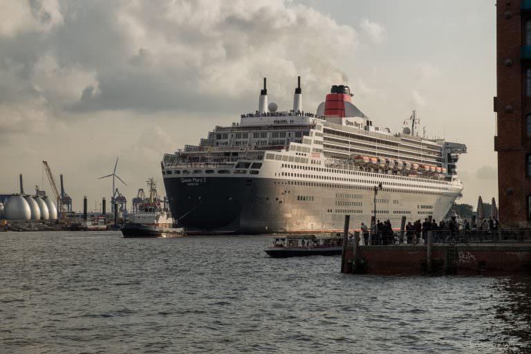 Queen Mary 2 auf dem Weg zum Eindocken VIII