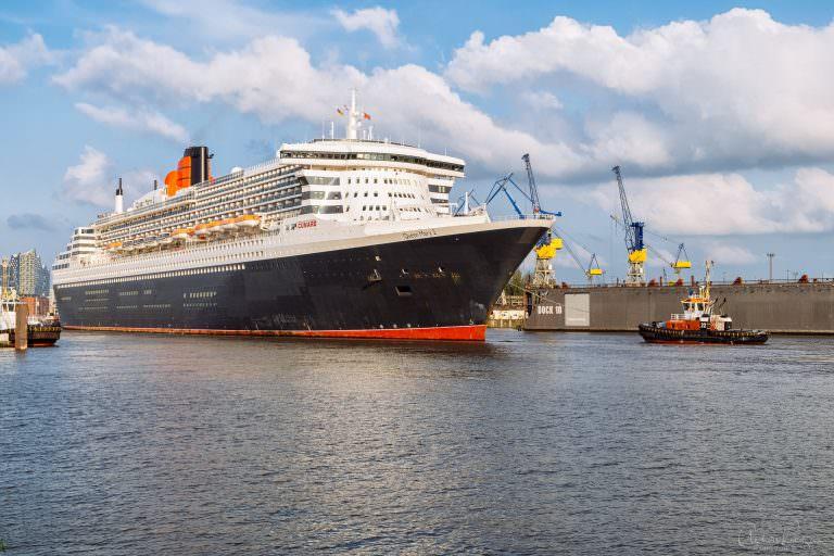 Queen Mary 2 beim Eindocken I