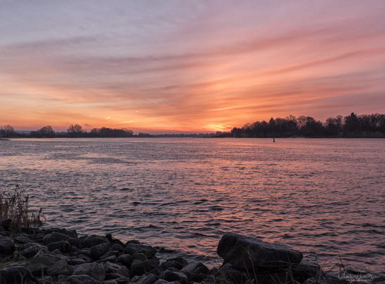 Sonnenaufgang an der Elbe 271214 II