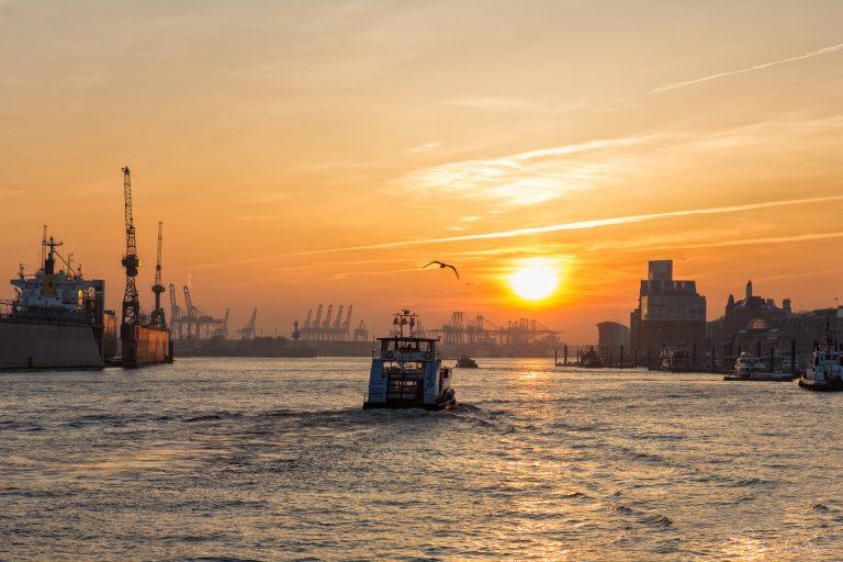 Sonnenuntergang am Hafen VI