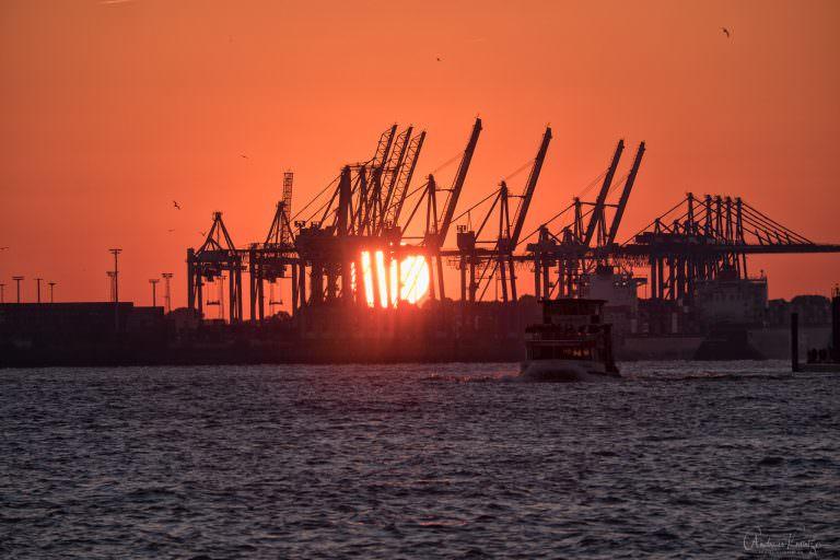 Sonnenuntergang am Hamburger Hafen 102015