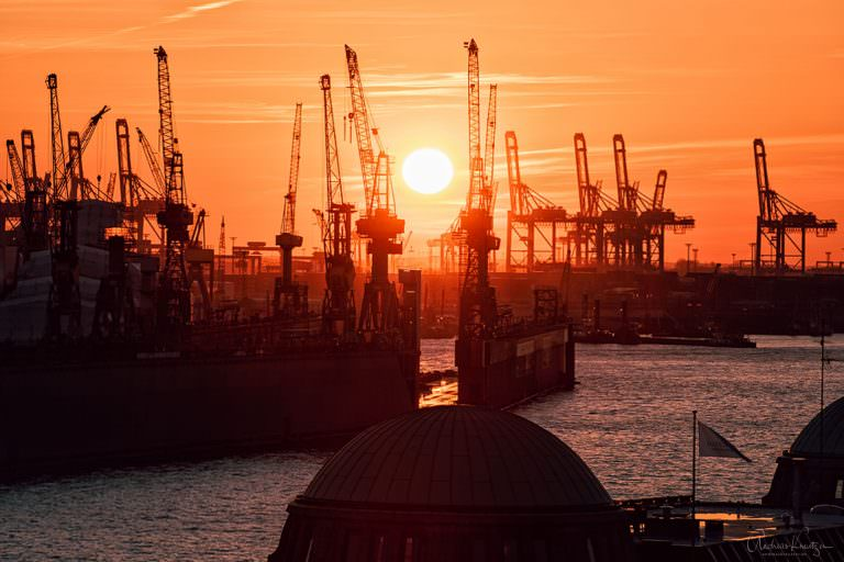 Sonnenuntergang am Hamburger Hafen 1602 II