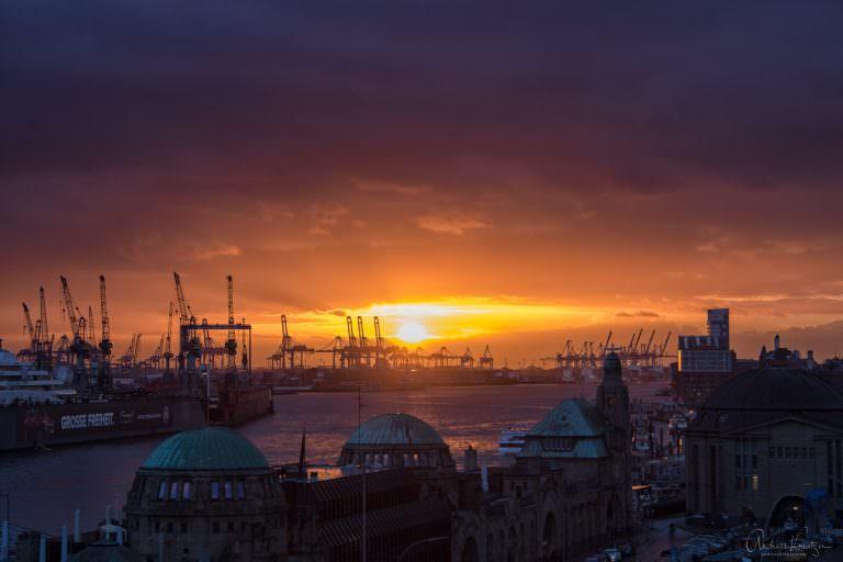 Sonnenuntergang am Hamburger Hafen 240215 II