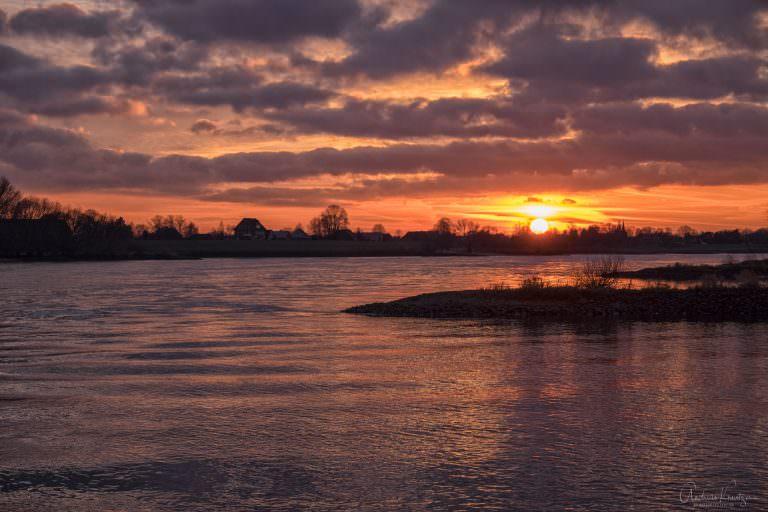 Sonnenuntergang an der Elbe 291214