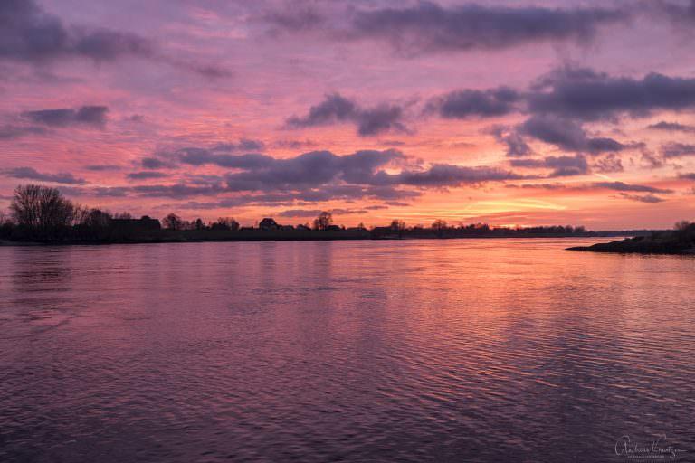 Sonnenuntergang an der Elbe 291214 II