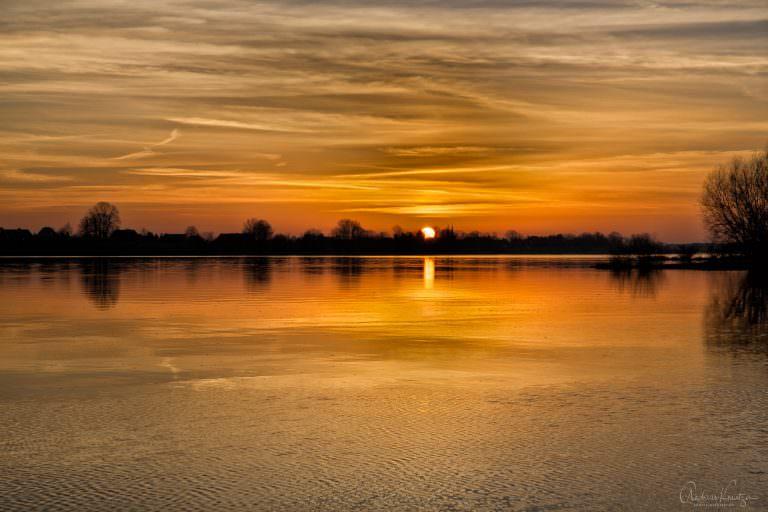 Sonnenuntergang an der Elbe bei Altengamme