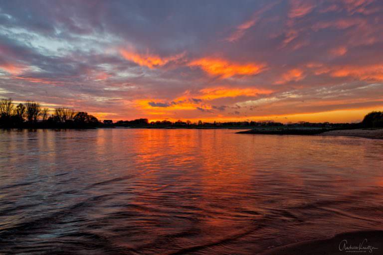 Sonnenuntergang an der Elbe IV