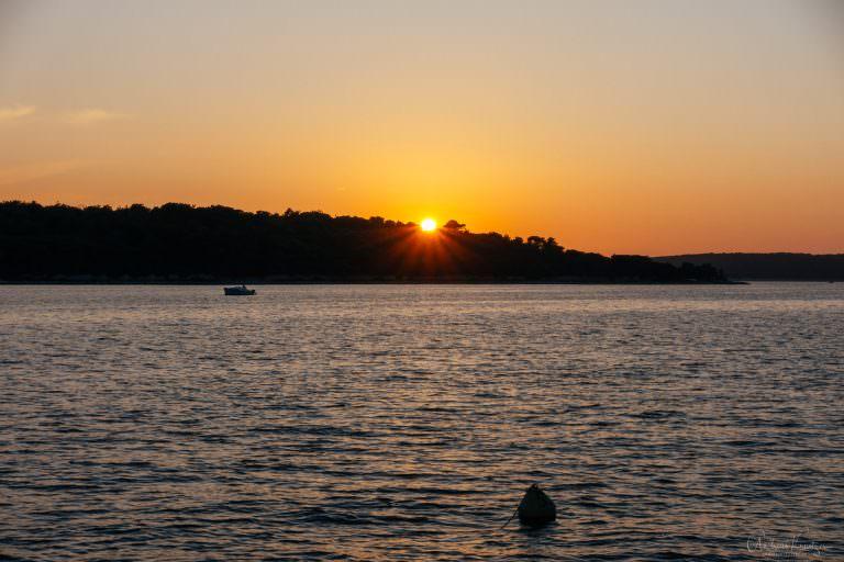 Sonnenuntergang über Otocic Koludarac in Kroatien