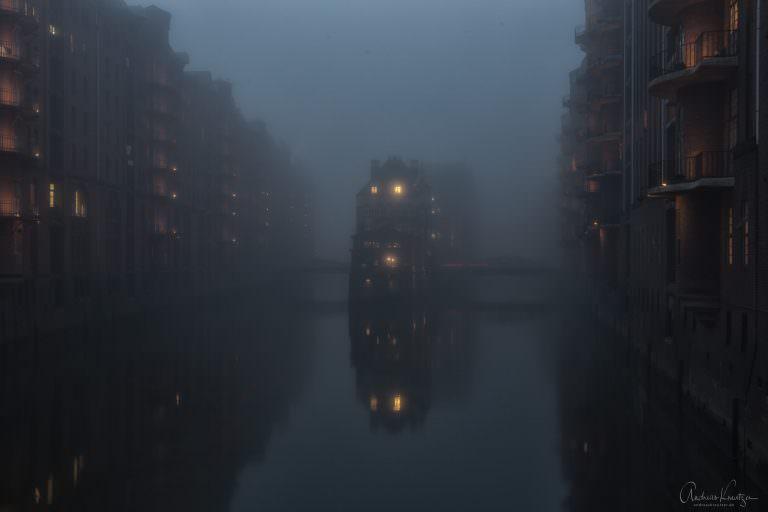 Wasserschloss im Nebel 1114 II