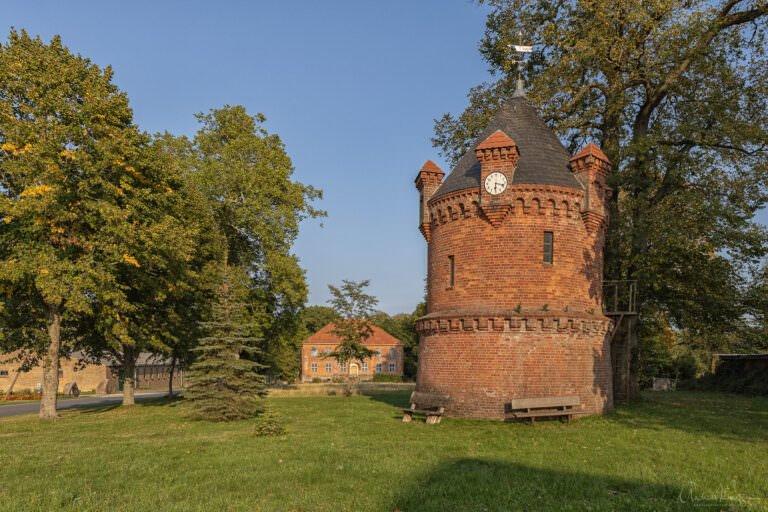 Wasserturm mit Schloss Goldenbow